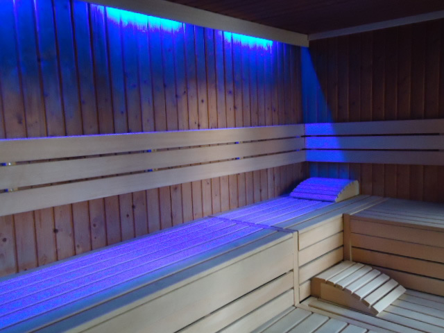 Prive Sauna Zwembad.Prive Sauna Met Hamam Verwarmd Buitenzwembad Prive Wellness